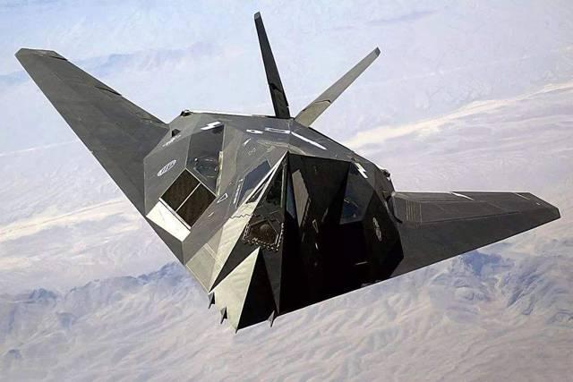 第一款隐身战机-F117